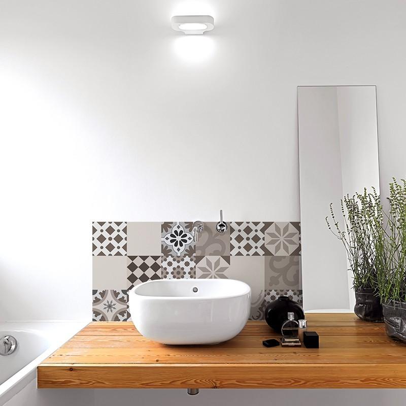 Crédence de salle-de-bains adhésive en PVC. Carreaux de ciment ...