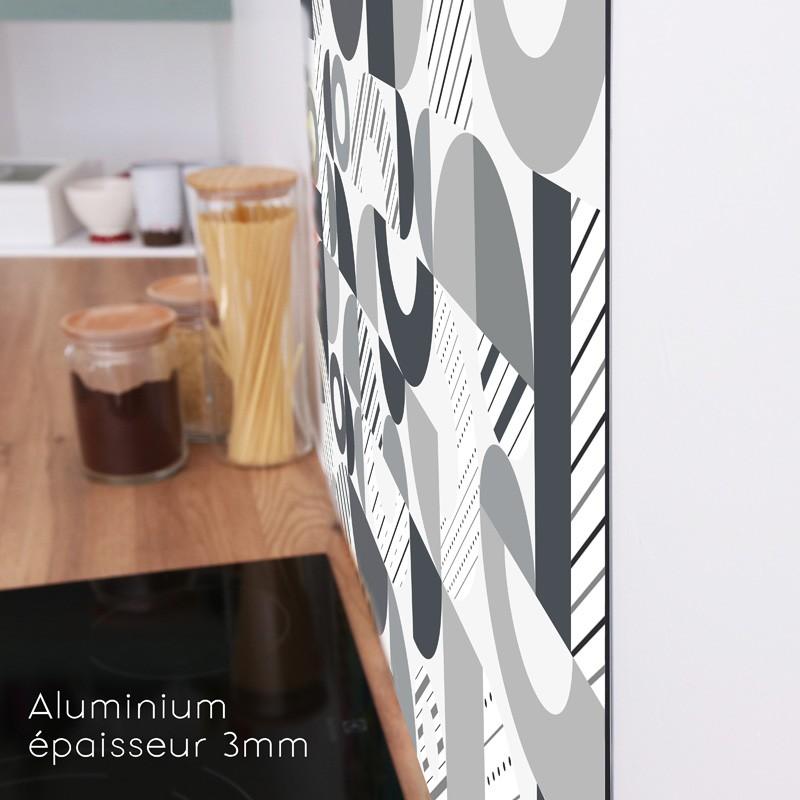 Un profil discret pour cette crédence cuisine en aluminium composite