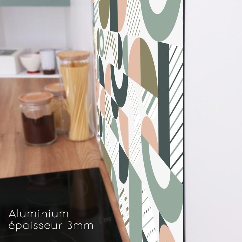 Crédence de cuisine en aluminium, rigide et discrète.